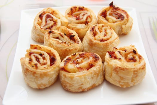 food-pizza-roll-baked